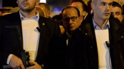 Hollande huyendo del estadio